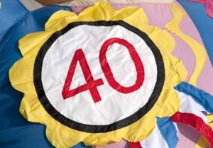 Badge 40 jaar. Partydolls