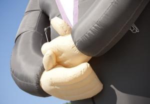 Afbeelding van de handen van de bruidegom - Partydolls